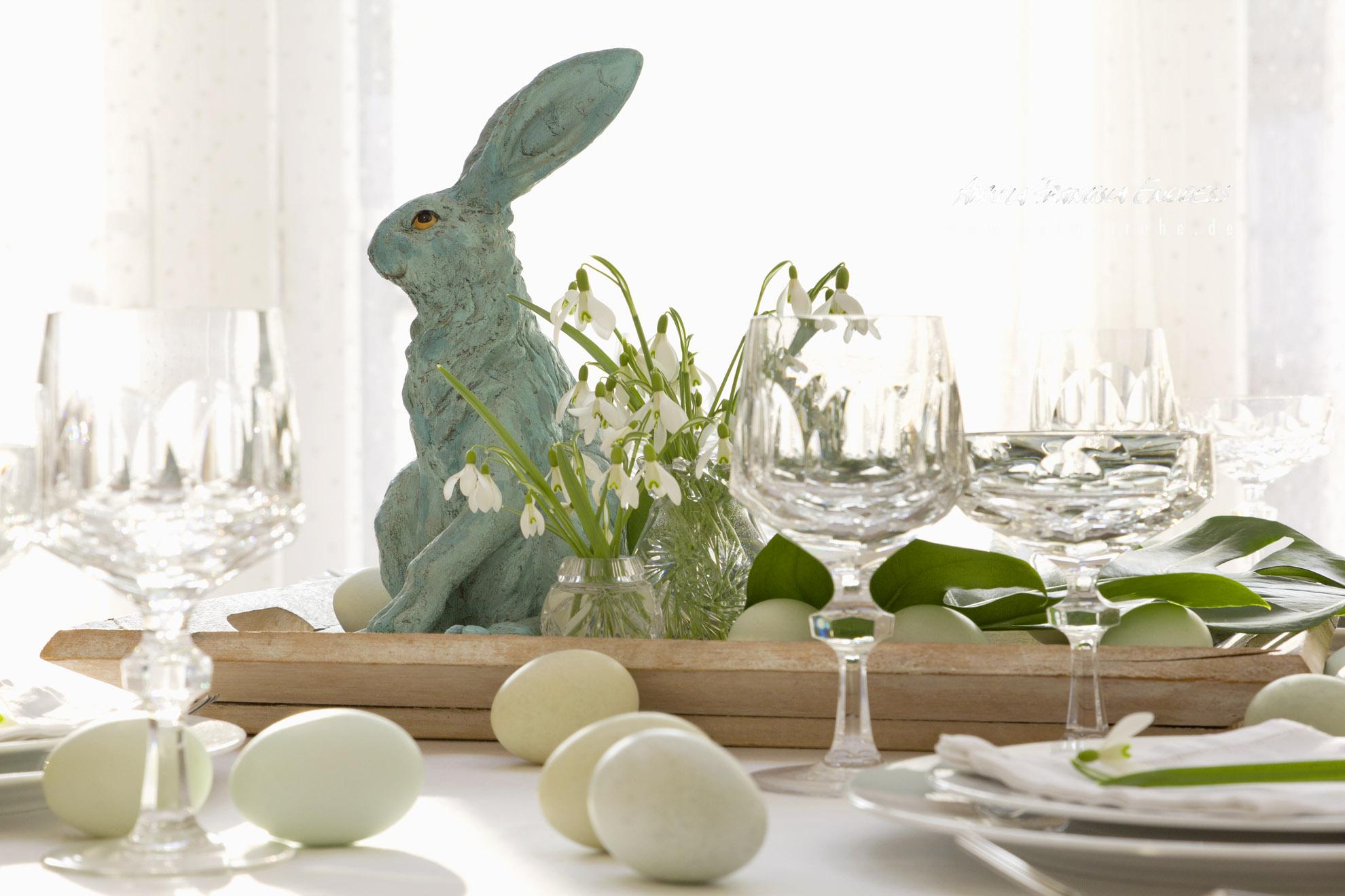 türkiser Oster Hase Schneeglöckchen, Kristall Gläser, Grüne Eier