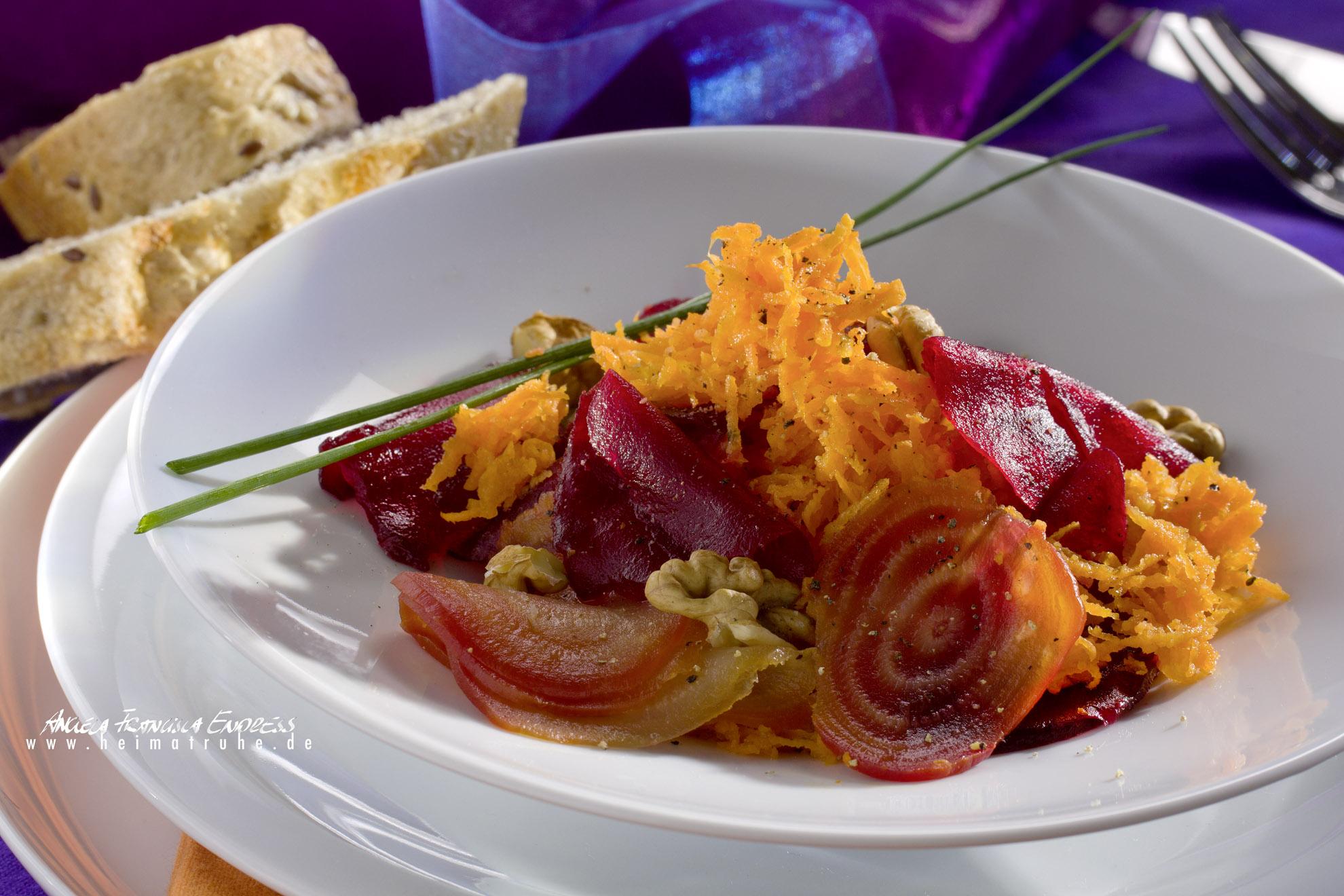 Möhren und Rote Beete Salat mit Schnittlauch