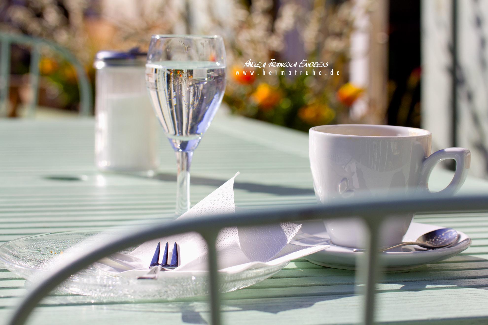 close Tisch mit Kafeetasse