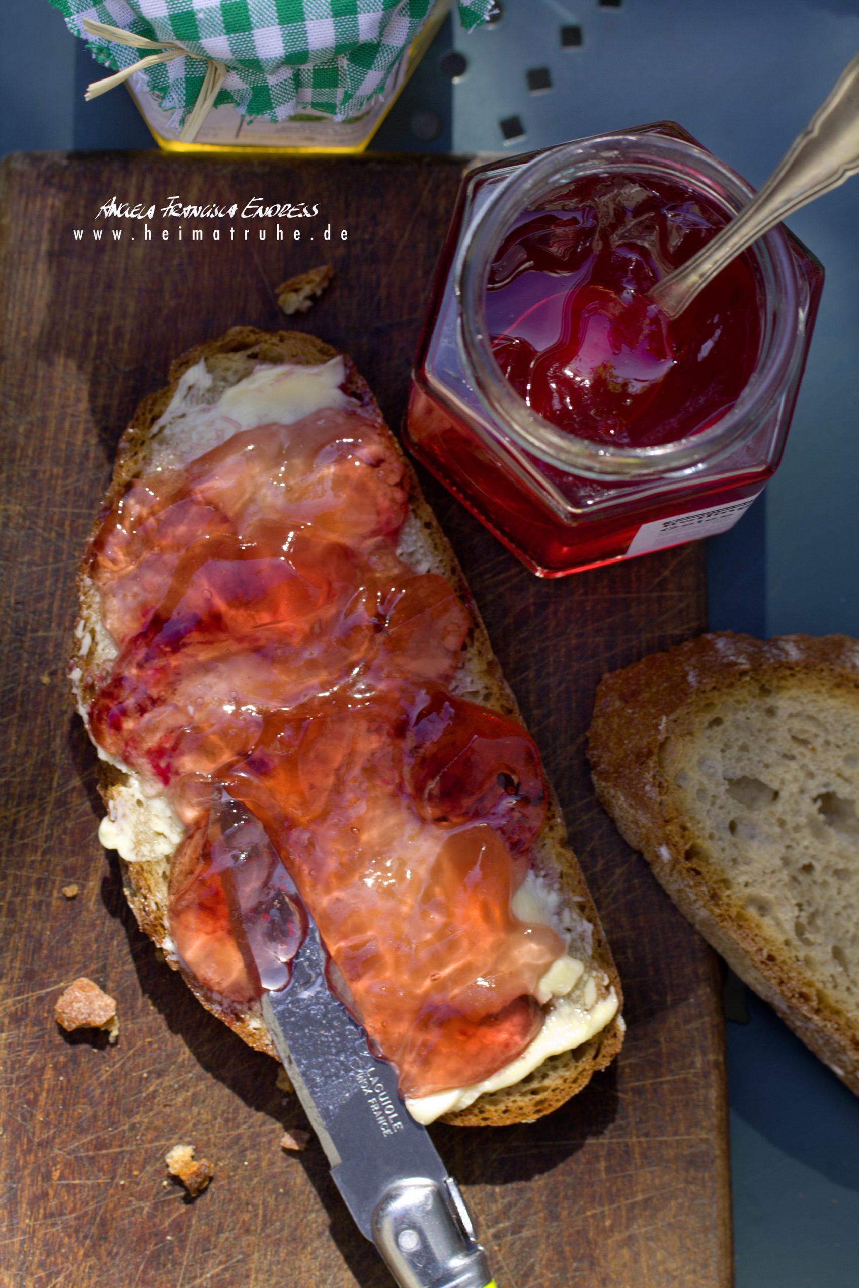 Marmeladenbrot mit Gelee Glas und Butter